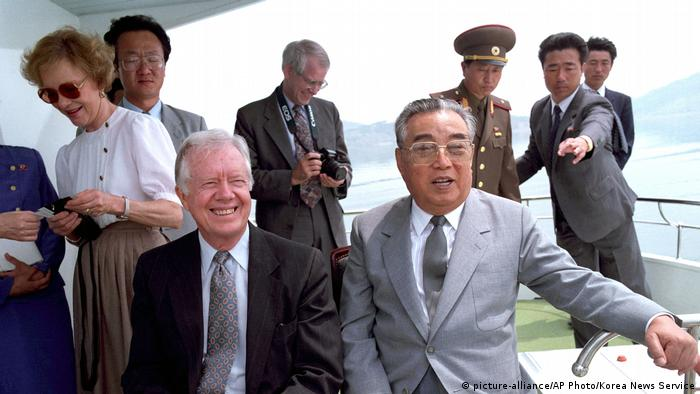 Jimmy Carter und Kim Il Sung (picture-alliance/AP Photo/Korea News Service)