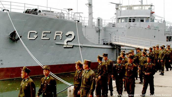 Nordkorea Soldaten (picture-alliance/AP Photo/Korea News Service)