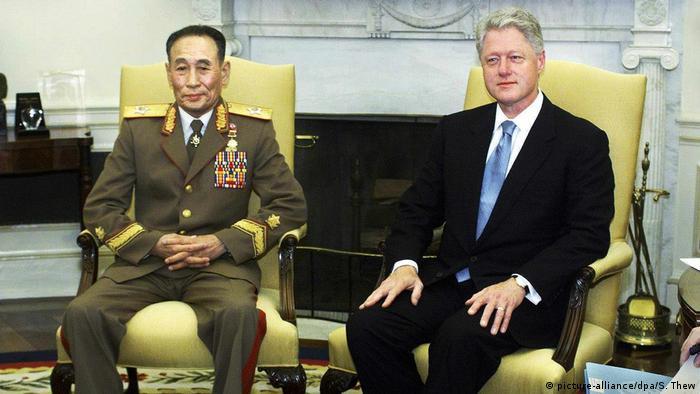 Clinton Empfängt Jo Myong Rok (picture-alliance/dpa/S. Thew)