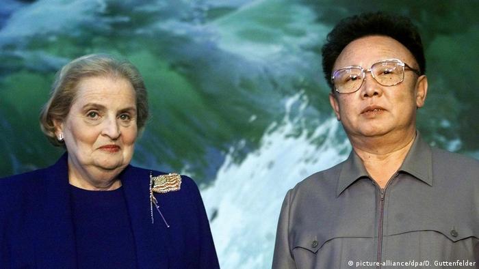 Treffen Madeleine Albright und Kim Jont Il (picture-alliance/dpa/D. Guttenfelder)
