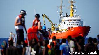 Aquarius isimli kurtarma gemisi