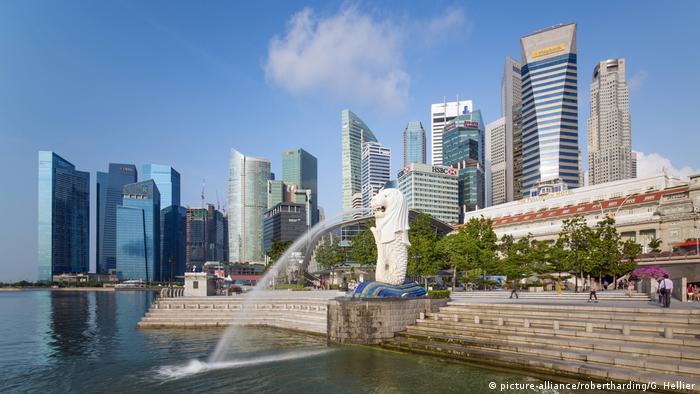 Singapur Merlion Statue, Marina Bay (picture-alliance/robertharding/G. Hellier)
