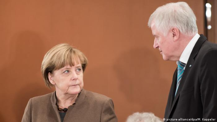 Chancellor Merkel and Horst Seehofer (picture-alliance/dpa/M. Kappeler)