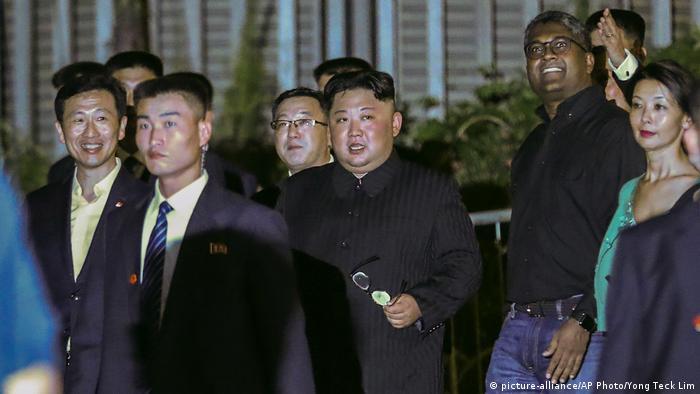 Kim Jong Un Singapur'da gezerken