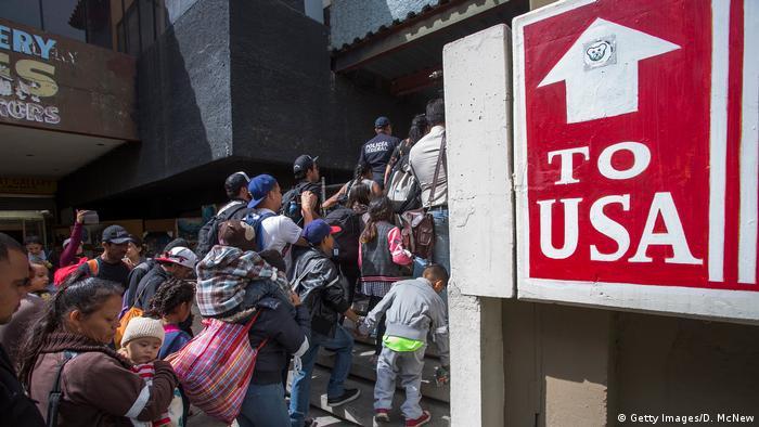 今年4月底,來自中美洲的移民在墨美邊界申請避難