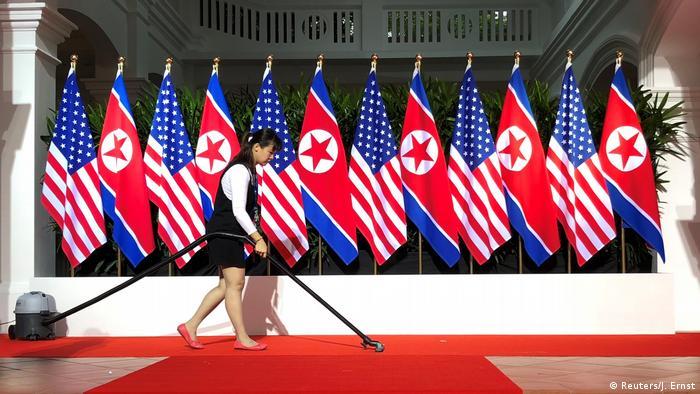 Singapore Sentosa USA-Nordkorea Gipfel Treffpunkt Fahnen (Reuters / J. Ernst)