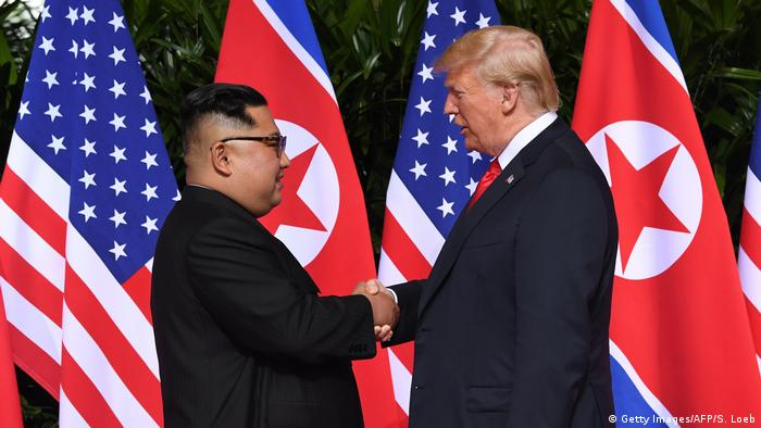US President Donald Trump and North Korean leader Kim Jong Un shake hands for the first time (Getty Images/AFP/S. Loeb)