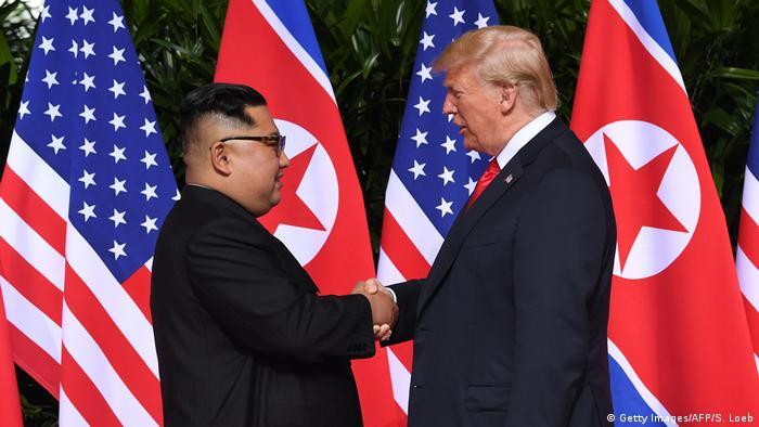Singapur Sentosa USA-Nordkorea Gipfel Handshake (Getty Images/AFP/S. Loeb)