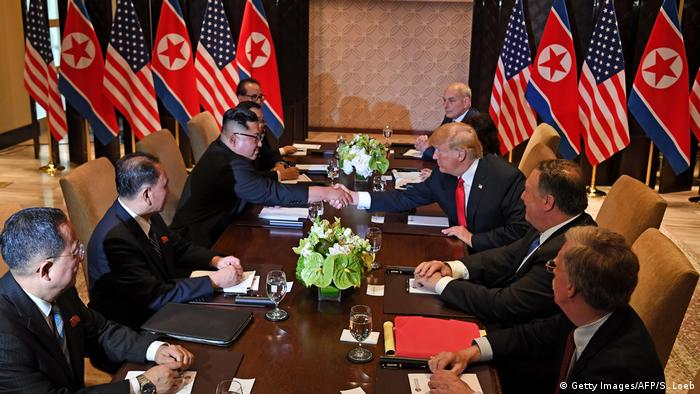 Singapore Sentosa USA-Nordkorea Gipfel 5. Händedruck (Getty Images / AFP / S. Loeb)