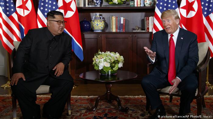 Donald Trump, Kim Jong Un (picture-alliance/AP Photo/E. Vucci)