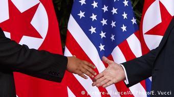 Рукопожатие Трампа и Ким Чен Ына