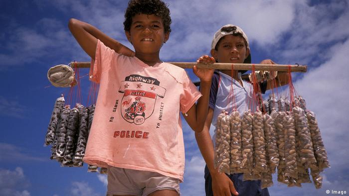 ظاهرة عمالة الأطفال في أفريقيا.. المنع وحده لا يكفي!