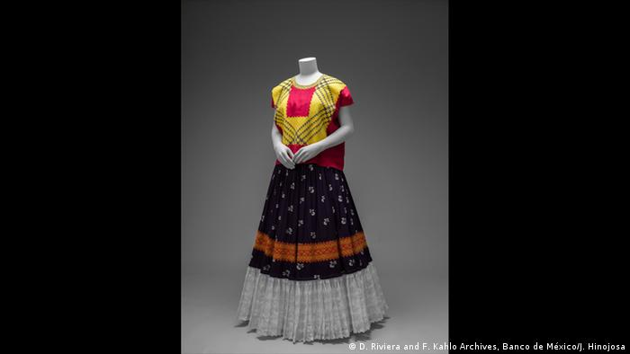 Cotton huipil with machine-embroidered chain stitch; printed cotton skirt with embroidery and holán . (D. Riviera and F. Kahlo Archives, Banco de México/J. Hinojosa)