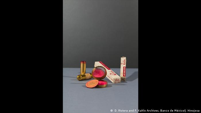 Revlon compact and powderpuff with blusher in 'Clear Red' and Revlon lipstick in 'Everything's Rosy'; emery boards and eyebrow pencil in 'Ebony' ( D. Riviera and F. Kahlo Archives, Banco de México/J. Hinojosa)