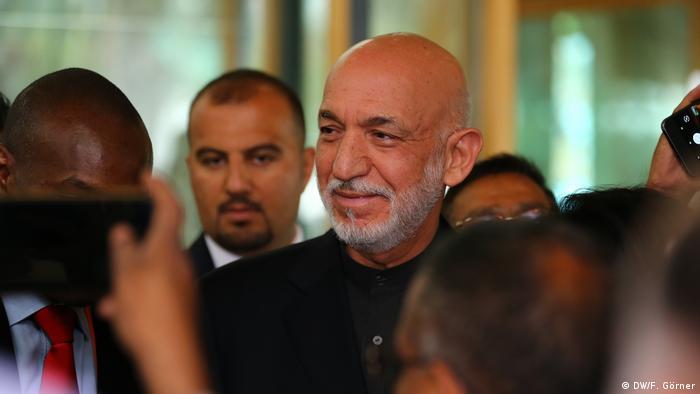 Talibanla bağlantılı suçlamalar yöneltilen Watan Group'un dönemin Afganistan devlet başkanı Karzai'nin kuzenleri tarafından idare edildiği biliniyor.