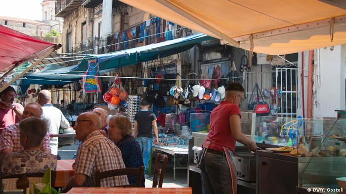 A street market in Ballaro (DW/Y. Gostoli)