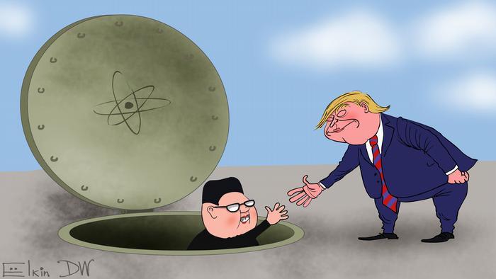El presidente de los Estados Unidos le tiende la mano a Kim para ayudarlo a salir del búnker nuclear. Después de la primera reunión de junio en Singapur, Trump y Corea del Norte sellaron un acuerdo de desarme nuclear con un histórico apretón de manos.