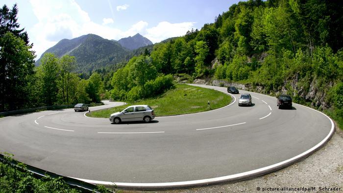 Bundesstraße 11 zwischen Kochel am See und Walchensee (picture-alliance/dpa/M. Schrader)