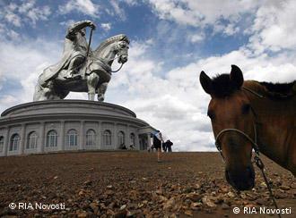 Памятник Чингисхану в Улан-Баторе