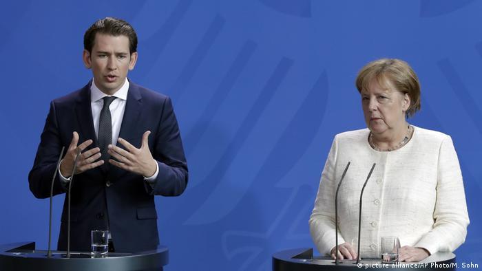 Cancelarul austriac, Sebastian Kurz, la o conferință de presă cu Angela Merkel la Berlin(picture alliance/AP Photo/M. Sohn)