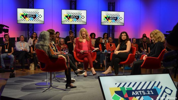 Teilnehmerinnen einer Podiumsdiskussion