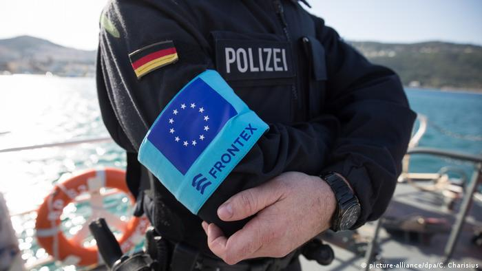Frontex border guard (picture-alliance/dpa/C. Charisius)