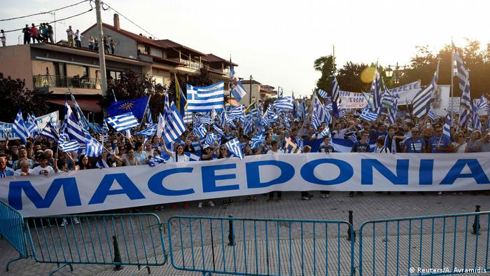 Greeks protest the use of the name Macedonia (Reuters/A. Avramidis)