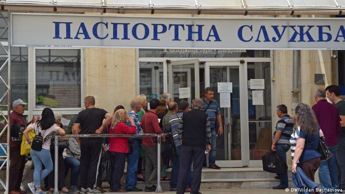 Всяко лято българските изселници в Турция обсаждат Паспортните служби в България, за да си извадят нови лични документи