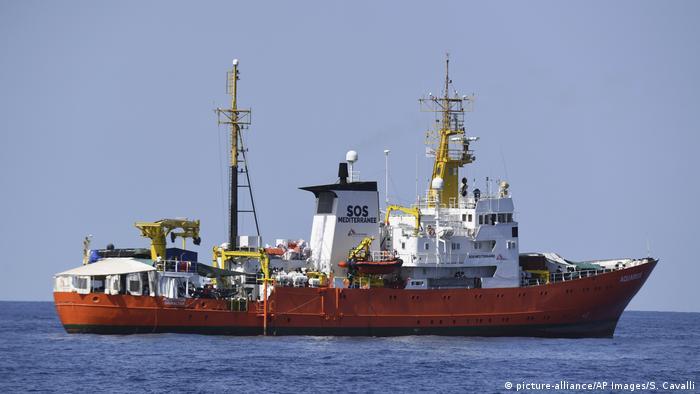 Französisches Schiff Aquarius im Mittelmeer