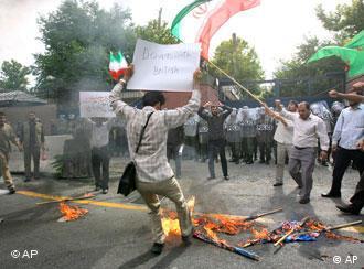 تظاهرات طرفداران دولت احمدینژاد در برابر سفارت بریتانیا در تهران