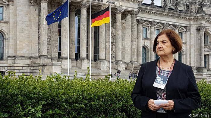 Berlin - Senora Troncoso, Schwester eines Opfers der Colonia Dignidad (DW/J. Chase)