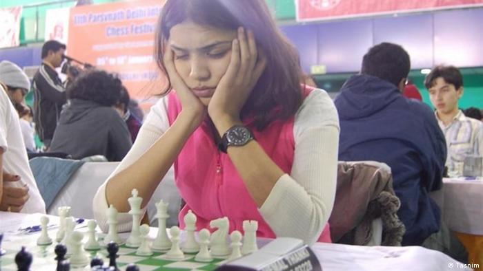 خانم سوامیناتان، یکی از بهترین شطرنجبازان هند، در اعتراض به قانون حجاب اجباری، بازیهای جام ملتهای آسیا در ایران را تحریم کرد
