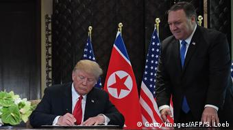 Singapur USA-Nordkorea Gipfel Trump Pompeo (Getty Images/AFP/S. Loeb)