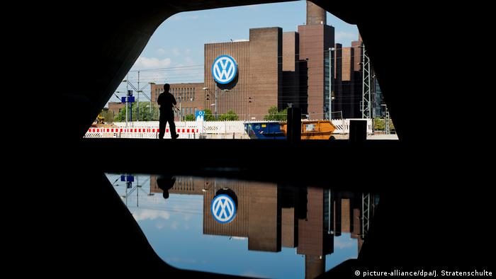 Symbolbild: Volkswagen (picture-alliance/dpa/J. Stratenschulte)