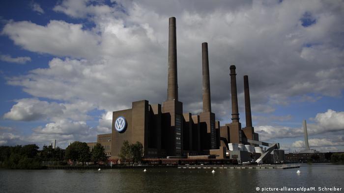 The riverside VW plant in Wolfsburg, Germany (picture-alliance/dpa/M. Schreiber)