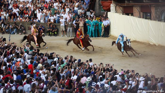 Palio Di Siena horseracing (Imago/Zuma Press)