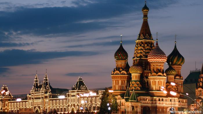 Russland, Moskau, Roter Platz, Basilius-Kathedrale und Kaufhaus GUM (picture-alliance/dpa)