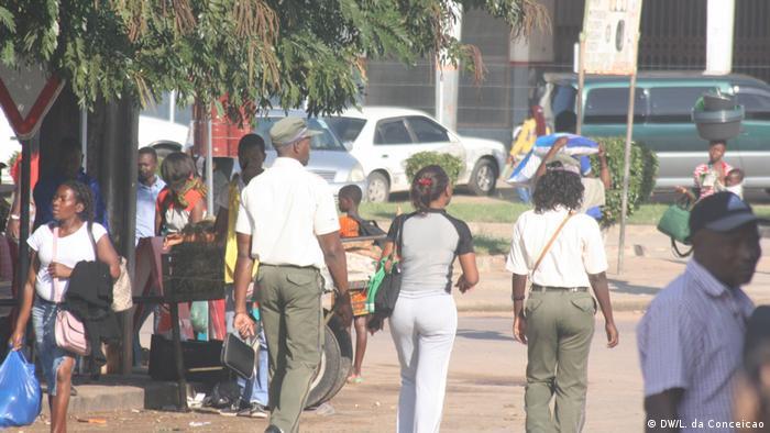 Agentes da polícia municipal em Maxixe