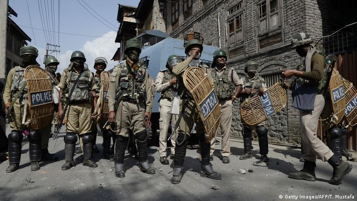 Indien Kashmiri Polizisten (Getty Images/AFP/T. Mustafa)
