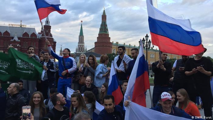 Adeptos na Praça Vermelha, centro de Moscovo