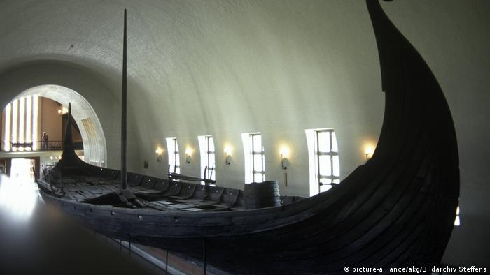Wikinger Gokstadschiff im Wikingerschiffmuseum in Oslo (picture-alliance/akg/Bildarchiv Steffens)