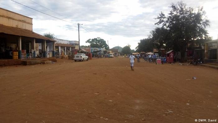 Strasse zwischen Niassa und Pemba in Mosambik
