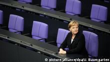 DEUTSCHLAND, BERLIN, 28.10.2009, Dr. Angela MERKEL ( CDU ), Bundeskanzlerin, nach ihrer Vereidigung in der Regierungsbank im Plenum des Deutschen Bundestags. | Keine Weitergabe an Wiederverkäufer.
