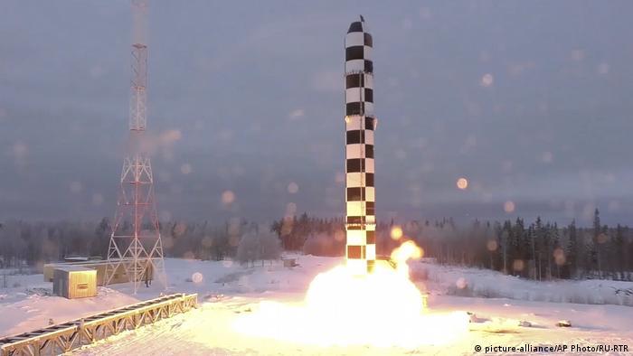Тестовый запуск новой российской межконтинентальной баллистической ракеты Сармат