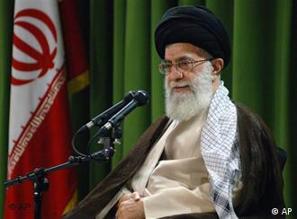 رهبر جمهوری اسلامی بر اهمیت حضور و پشتیبانی مردم از حاکمیت اسلامی در جشنهای سالگرد انقلاب تأکید کرد.