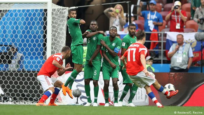 آلکساندر گولووین (شماره ۱۷) در واپسین لحظات این دیدار با ضربهای آزاد پنجمین ضربه را به سبزپوشهای عربستان سعودی زد و شکست سنگین نماینده آسیا را قطعی کرد.