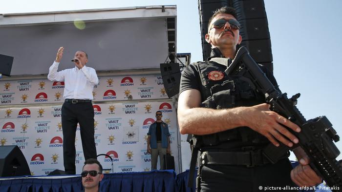 Uvijek sam na pozornici - Erdogan na jednom predizbornom nastupu