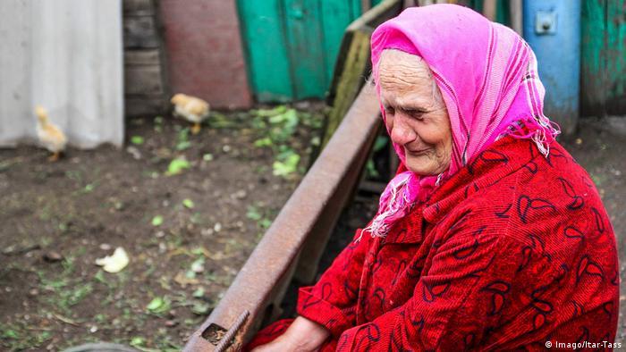 Пожилая женщина - жительница ЛНР