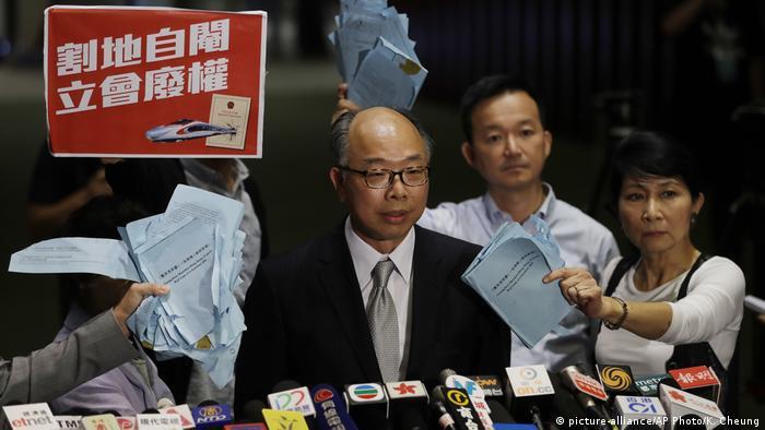Hongkong Abstimmung Guangzhou-Shenzhen-Hong Kong Express | Frank Chan Fan (picture-alliance/AP Photo/K. Cheung)