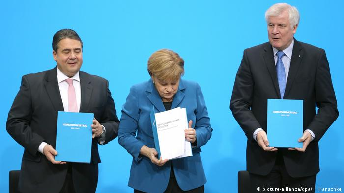 Coalition agreement presentation in 2013 (picture-alliance/dpa/H. Hanschke)